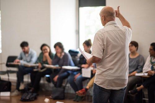 Joan González dando un taller en DocsBarcelona.