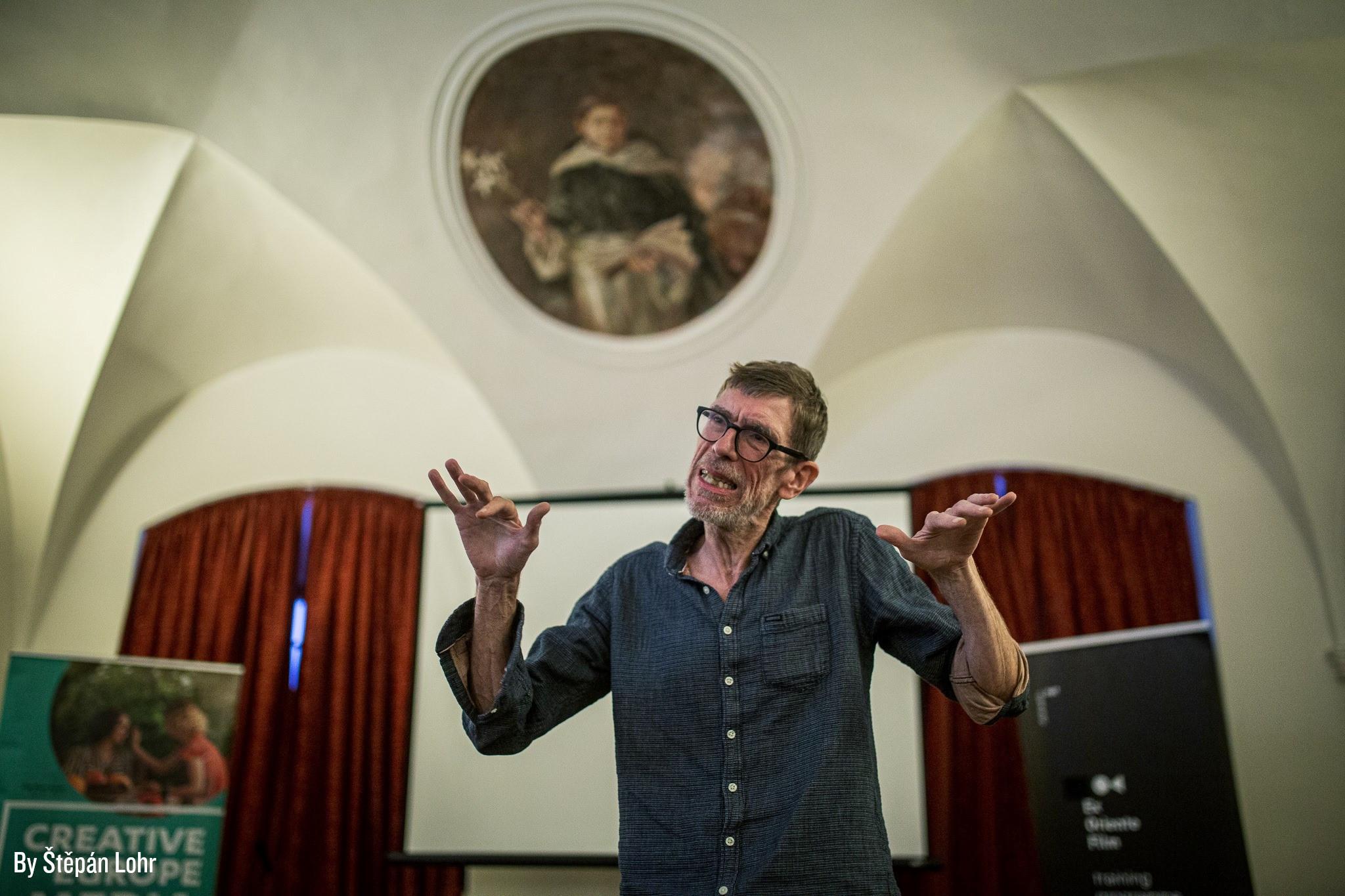 Niels Pagh Andersen haciendo una conferencia.